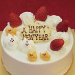 酉年の苺デコレーションケーキ